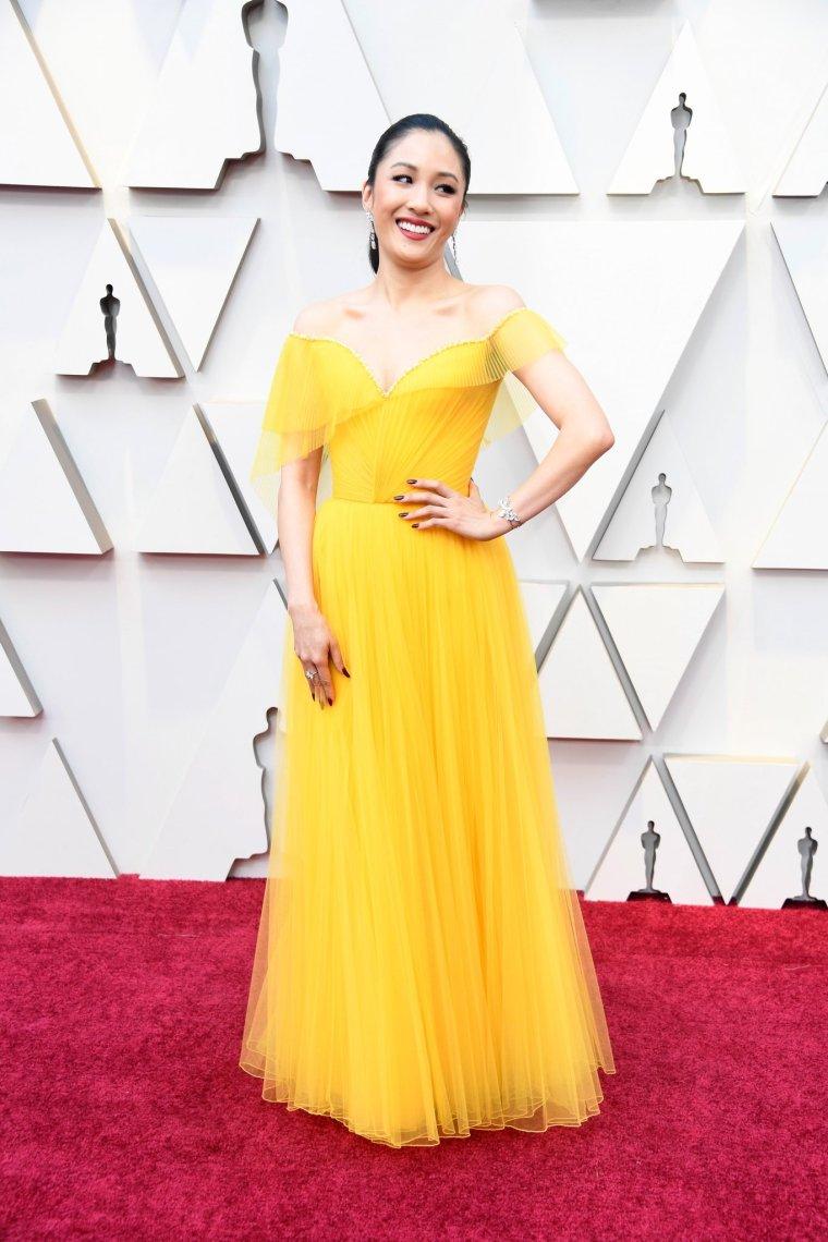 oscars-academy-awards-2019-red-carpet-arrivals-glamour-movie-star-celebrities-fashion-constance-wu-versace.jpg