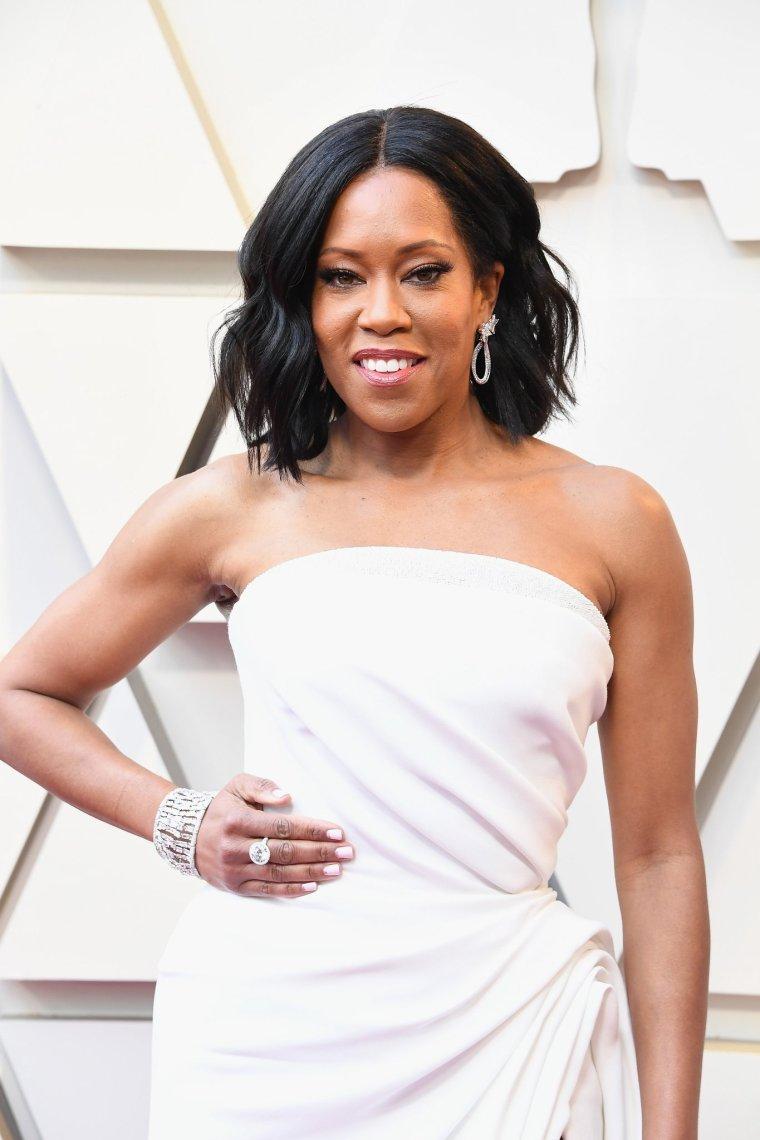 oscars-academy-awards-2019-red-carpet-arrivals-glamour-movie-star-celebrities-fashion-regina-king-oscar-de-la-renta.jpg