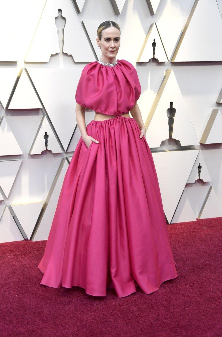 oscars-academy-awards-2019-red-carpet-arrivals-glamour-movie-star-celebrities-fashion-sarah-paulson-brandon-maxwell.jpg