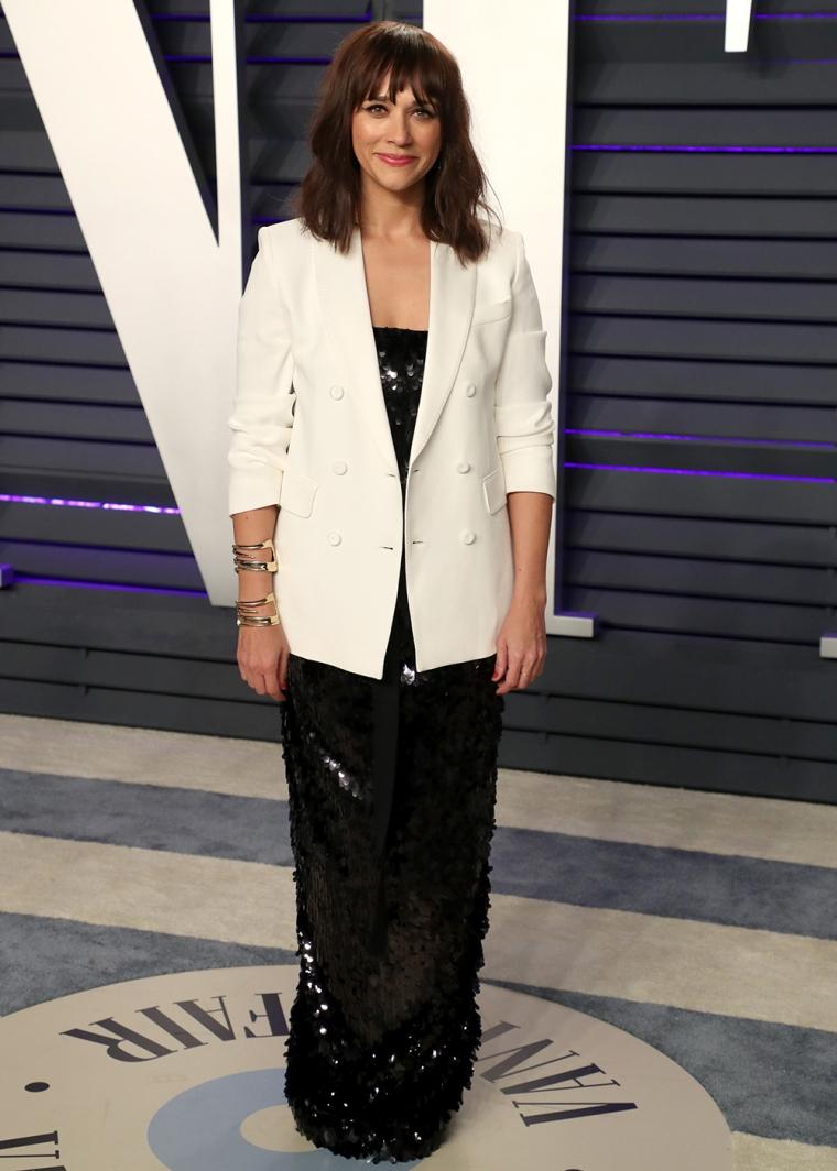 vanity-fair-party-oscars-academy-awards-2019-red-carpet-arrivals-glamour-movie-star-celebrities-fashion-rashida-jones.jpg